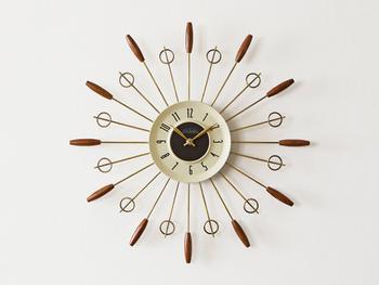 太陽をモチーフにした「サンバーストクロック」はミッドセンチュリーの時計として有名です。