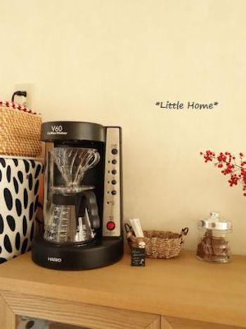 ドリッパーとサーバーをセットして使うハンドドリップに近いコーヒーサーバーです。コーヒーを淹れているという雰囲気をしっかりと感じさせてくれるアイテムです。