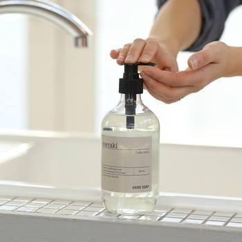 指先だけをさっと洗うのではなく、ハンドソープを使って指の間や爪の周りも丁寧に手洗いするよう習慣づけておきましょう。