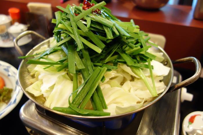 これで驚きの2人前。もつ鍋は味噌味やしょうゆ味、塩味から選ぶことができます。しめにはちゃんぽんを選択もできるので、九州ならではの食べ方で楽しむのもいいですね。