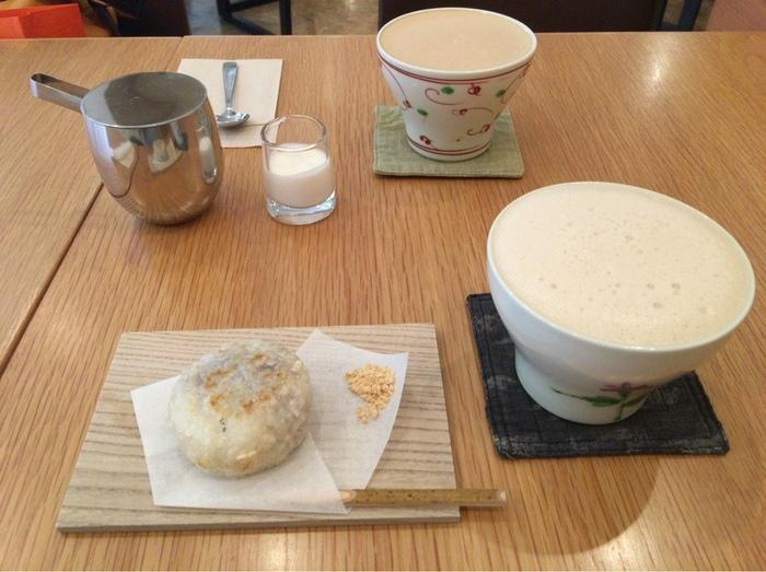 ダッチコーヒーの他には、豆乳ラテやおはぎがおすすめ。ふわふわのフォームの豆乳ラテは甘さ控えめで、やさしいお味。おはぎは塩がほんのりきいていて、ダッチコーヒーとの相性は抜群です。福岡ならではのティータイムを過ごしてくださいね。