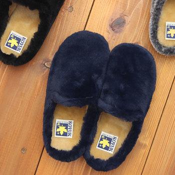 ふかふかのファーでしっかり足を包み込んでくれるルームシューズも、冬の目覚めの強い味方。スペインのシューズブランド「KOYUK」のボアサンダルは、見た目も履き心地もこだわりの一足です。