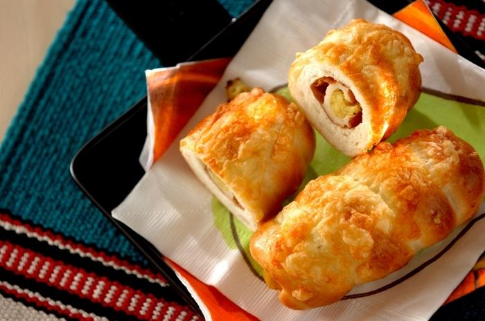 カレー味のポテトサラダを入れてボリュームのあるパンに。ちくわとパンはナイスコンビネーション!