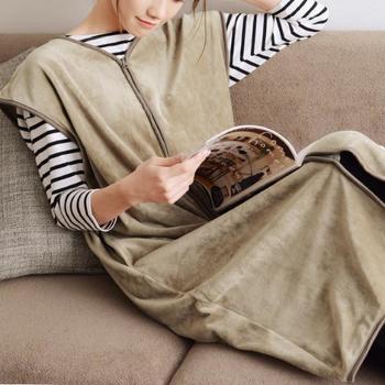 毛布のズレなどで夜中に目が覚めてしまいやすい時に心強いのが、着たまま寝る「スリーパー」。とろけるような着心地で、起床時の冷えを和らげてくれます。