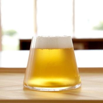 「Tokyo Midtown Award 2008」のデザインコンペで水野学賞を受賞したという、「富士山グラス」。ビールを入れると富士山のように見えてウットリ。ビールの種類によって色味も変わるので、その違いも楽しめそうですね。