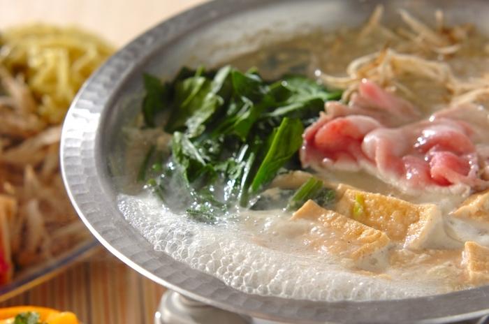 優しい味わいの豆乳中華鍋。柚子こしょうや豆板醤でお好みに辛さを調節して、是非、味の変化を楽しんでみて下さい。 鍋の〆には、中華麺を入れてもとっても美味ですよ!