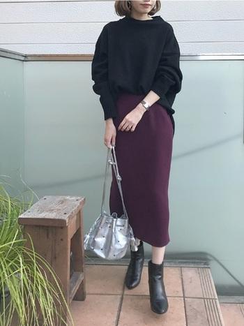 よりシルエットをすっきりさせたい時にはタイトスカートとあわせて。  前だけインしてウエストマークをしてあげれば、簡単できれいにスタイルアップが叶います♪