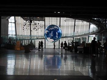 1000万画素を超す解像度で映像を映し出す「地球」(Geo-Cosmos/ジオ・コスモス)もぜひ見て♪プログラムは同館のサイトをご参照ください。