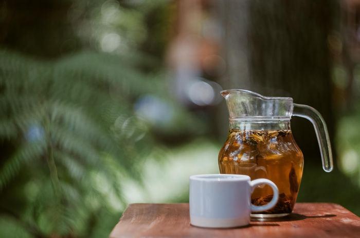 良質なハーブだけを使った「オーガニックハーブティー」。  自然の甘みがぎゅっと詰まった味わいと、その香りの高さにきっと癒されるはず。 その日の気分や体調に合わせて飲むことで、穏やかな時間を手に入れることができますよ。  疲れた体に染みわたる「オーガニックハーブティー」を飲んでみませんか?