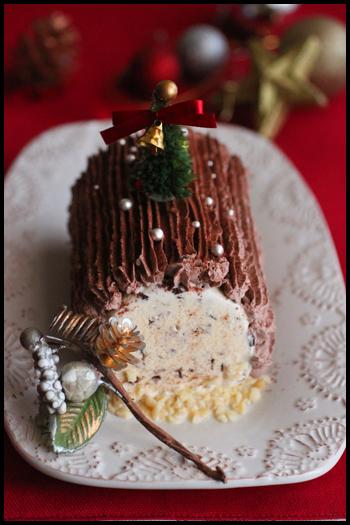 寒い冬に、無性に食べたくなるものといえばアイスクリームではないでしょうか。真ん中をアイスでつくる冷たくておいしいブッシュ・ド・ノエルも簡単でおすすめです。