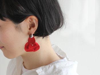 耳と同じくらい大きなサイズを選べば、小顔効果も◎