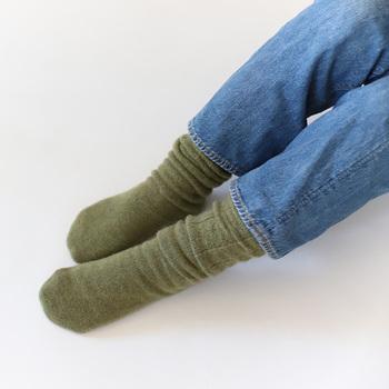 撥水性が高く、汚れにくい清潔な繊維のウール。暖かさにも優れているので靴下に取り入れれば、冷えの予防にも効果的です。