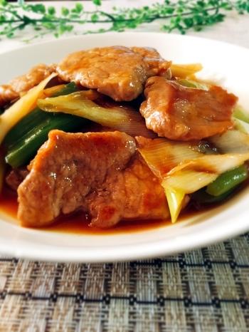 豚ヒレ肉はそぎ切りに。こうすることで火が入りやすく調理時間を短縮。あとはいつもの酢豚と同じように、野菜と一緒に絡めて出来上がりです!唐揚げを入れるよりもカロリーダウンを叶えられますよ。