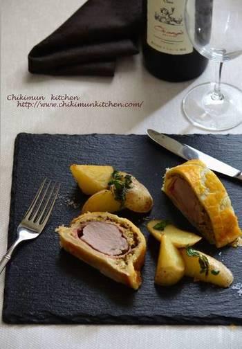 市販のパイシートを使えば、おもてなし料理も簡単に。豚ヒレ肉と生ハムの組み合わせは、一口食べるとまるでレストランにいるよう。簡単なのに見た目も華やかで、ホームパーティーにもぴったりです。