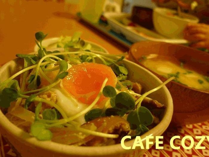 多忙な小家族の心強い味方【レンジ&シリコンスチーマー】。〈主食=ご飯〉の簡単レシピ集