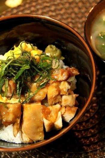 炒り卵だけ、フライパンで作ったそう。男子も大喜びの照り焼きメニューは、柚子胡椒の風味で頂きます。