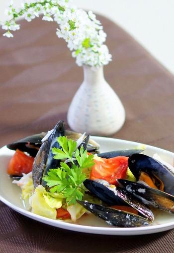 発酵食品でもある塩麹は素材の旨みを増してくれるので、魚介類もかなり美味しくいただけます。野菜から出たスープもぜっぴんで、おもてなしレシピとしてもおすすめですよ。