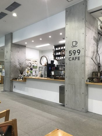 高尾山口駅近くの「599ミュージアム」の中にあるカフェ。館内にはギャラリーなどもあり、思い出の品になりそうな可愛らしいお土産も販売されています。