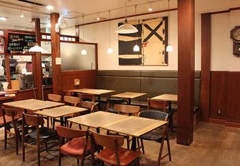 高尾駅北口にある「一言堂」。朝7:30からオープンしている、早起きさんには有難いカフェです。名物は、米粉を使ったもちもちな高尾てんぐパン!