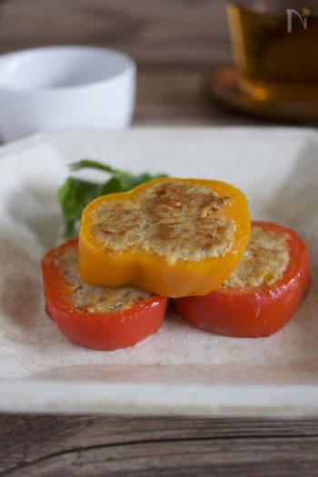 野菜も一緒に摂れるピーマンの肉詰めですが、お弁当に入れるのはちょっと難しい形です。そんな時におすすめなのがこちらのレシピ!パプリカを使えば彩りにもなって可愛いですよ♪