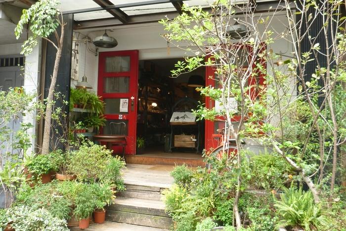 続いては、台湾のオシャレクリエイター集団「VVG(very very good)」が手がけている書店『VVG Something』。なんと「世界でもっとも美しい20の書店」のひとつに選ばれている場所なのです。