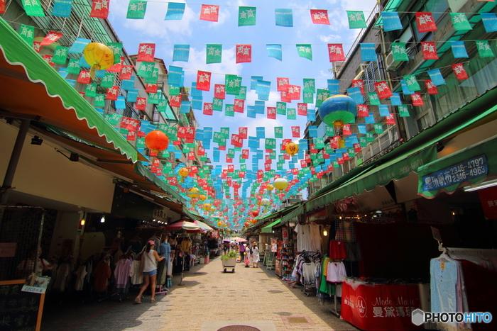 台湾は日本から近いこともあり、不動の人気の観光地。中でも台湾の魅力がギュッと詰まった台北は初心者さんにもおすすめ。アジアンな情緒が漂うレトロな雰囲気の中に、近年はスタイリッシュなお店や施設が急激に増えている街です。古い建物をリノベーションした観光スポットも続々登場していて、キナリノ女子のハートを掴むような可愛らしいカフェも沢山。今回は、はじめての台湾女子旅におすすめの2泊3日のモデルコースをご提案。このルートで巡ればきっと台北を無駄なく効率的に満喫できるはずです。