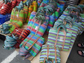 こんなに可愛らしいかごバッグをリーゾナブルに販売しているお店も。台湾竹製品や東南アジアなどで仕入れているもので、色も種類も豊富!お土産にもオススメの油化街グッズです。