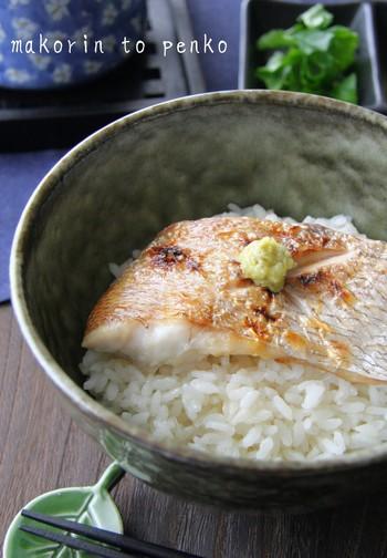 冷凍のご飯や炊き立てのご飯に、合わせ酢とほぐした身をのせるだけの簡単レシピです。  わさびのツンとした辛みとすし飯の酸味が食欲を増してくれます。さらにだし汁をかけて、お茶漬けとしてもおいしくいただけます。