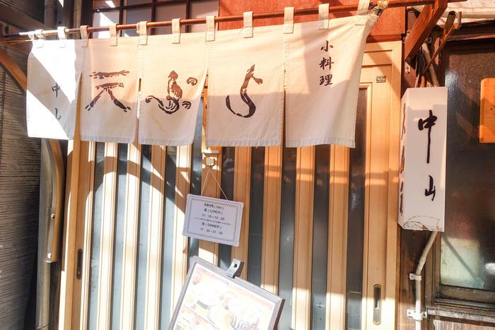 人形町駅、水天宮前駅からそれぞれ3分ほど歩いたところにある「天ぷら 中山」は、グルメドラマや漫画にも登場したことがある有名店です。