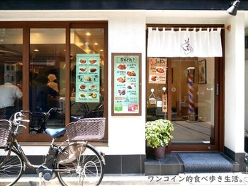 ミシュランガイドのビブグルマンに2年連続で選ばれた「そよいち」は、人形町・水天宮どちらの駅からも歩いて2~3分のところにある洋食店です。
