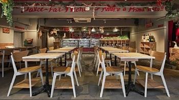 人形町駅を出て1~2分のところにある「MERCATO MERCATO(メルカート メルカート)」は、イタリア語で「市場」という意味。店内には新鮮野菜や果物が並び、明るくオープンな雰囲気です。