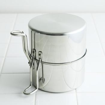 しまう時はもう一方のお鍋を蓋として使います。直径14cmのコンパクト設計だから、置き場所にも困りません。