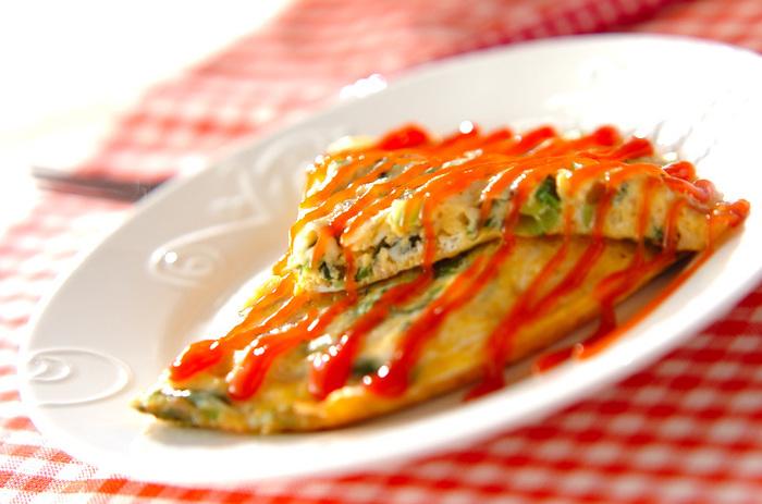 タラのグラタン、カリフラワーとツナのサラダと白いアイテムが続いた後は、黄色赤緑ととっても元気な気分を与えてくれる「小松菜のオープンオムレツ」をプラス。チーズをたっぷり入れてトロトロのふわふわのオムレツを味わってくださいね。
