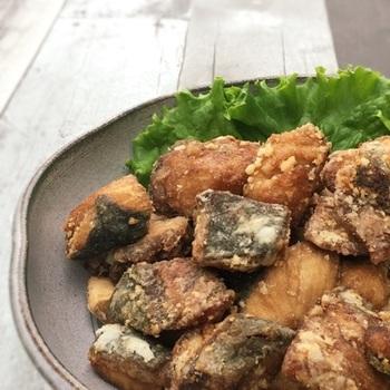 具沢山の大根めしに合わせたいのが「ブリの竜田揚げ」。肉厚なブリは揚げることで旨みを閉じ込めサクフワ食感を味わえます。魚が苦手なお子さんもパクパク食べられる万能レシピです。