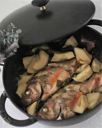 ストウブの鍋で煮込んだメバルと筍の煮付け。 オーブンで調理したあと20分ほど放置し、しっかりと味を染み込ませます。