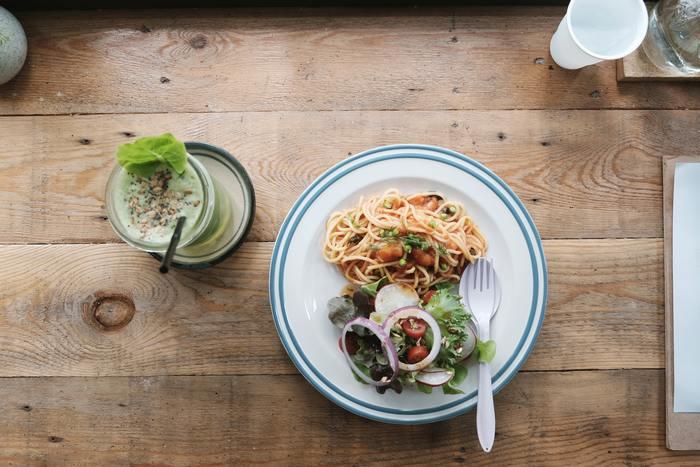 食事の支度のスタートであるメニュー決めは毎日となると大変なもの。そこをワンパターン化することで考え方を楽にしませんか?ワンパターン化とはいつも同じものを食べるということではありません。好きな食材を使って「主食・汁物・漬物(野菜)」という定番の3品を作るということです。