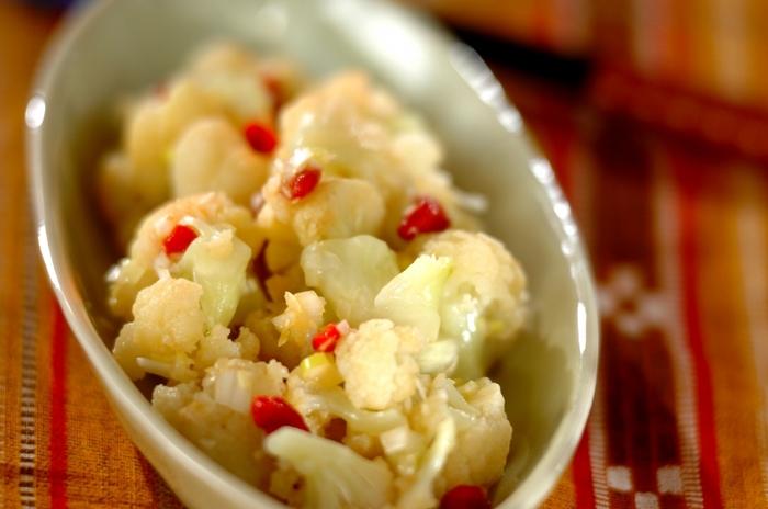 カリフラワーのナムルはキムチを使ったお料理のお口直しにオススメ。電子レンジを使って簡単に作れるのも嬉しいですね。忙しい時でもパパッと作れる万能レシピです。