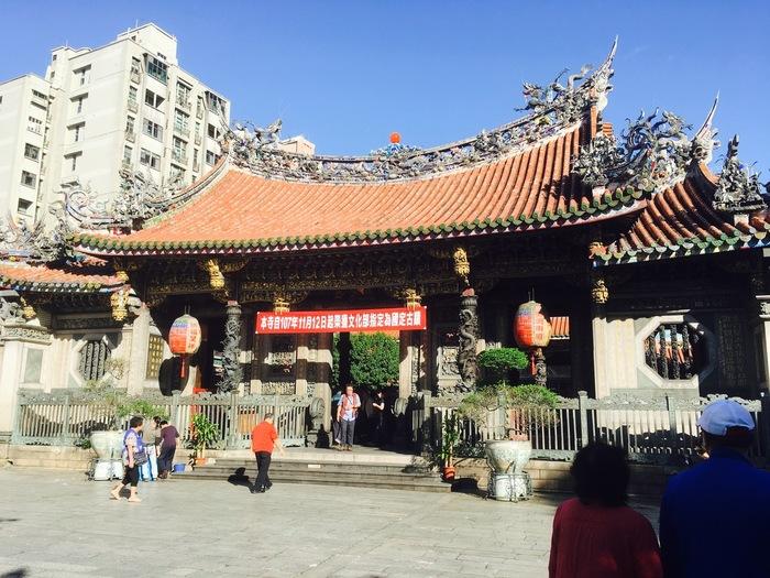 台湾を代表するパワースポット『龍山寺』は、女子的には絶対に外せない場所なはず!まず最初に訪れ、素敵な旅となるようにお参りしましょう。ちなみに縁結びはもちろん、ありとあらゆるご利益があると言われています!