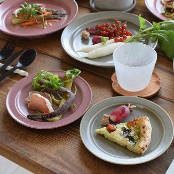 美濃焼の産地・岐阜県土岐市にある金秋酒井製陶所のプレート。マットとツヤ感が同居した質感が魅力的。  食材の色を美しく引き立て、より美味しく魅せてくれます。