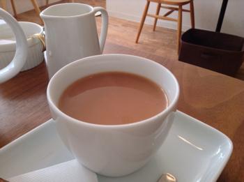 紅茶専門店なので、ドリンクメニューは紅茶のみ。有名な茶葉からめずらしい茶葉まで、オーナー厳選の紅茶が並んでいます。お好みに合わせて選んでもらえるので、初めての方でも安心です。紅茶の風味の強さを選べる「ミルクティー」は、どれも上品で豊かな味わいです。