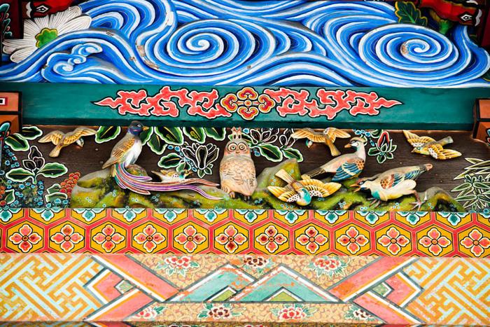 「秩父三社」とは、秩父神社、三峯神社、宝登山神社の総称です。古くより秩父地方に鎮座するこの3つの神社へ、まずはお参りへ行きましょう。美しく、また歴史ある社殿彫刻も見どころです。