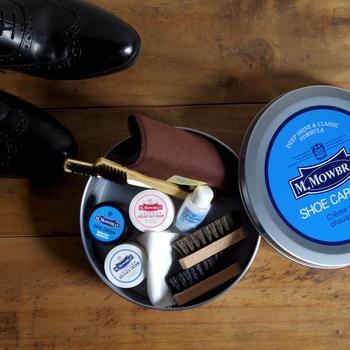 手入れの行き届いた革靴は、それだけで男性を格上げしてくれます。ケースの中に必要なアイテムが一式揃った『M.Mowbray(エム・モゥブレィ)』のシューケアセットは、初心者でも気軽に挑戦できるのが嬉しい。それでいて、靴愛好家からも支持されている確かなブランドなので、贈る相手を選びません。 「紳士のたしなみ」をプレゼントするようで、とても気が利いた贈り物ですよね。