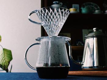 コーヒーの道具は実に種類豊富。ハンドドリップに慣れてきたら、便利でおしゃれな道具を追加してみるのもおすすめです。より便利な道具をプラスでご紹介していきます。