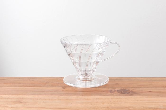 コーヒーフィルターをセットしてドリップするためのドリッパー。レギュラーコーヒーを淹れるためには必須のアイテムです。こちらはプラスチック製ですが、陶器製や金属製のものなどたくさんの種類があります。