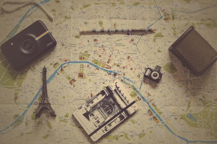 パリは現在20区に分けられており、面積は約105km²。世田谷区二つ分ほどの比較的小さな街なんです。ですので、行きたい場所から場所への移動が楽ちん。タクシーもメトロもありますし、場所によっては徒歩でてくてく、というのも十分可能な距離です。 街やお店、壁画アートを眺めながら、現地の人になった気分でぶらぶらと、マイペースな旅ができます。