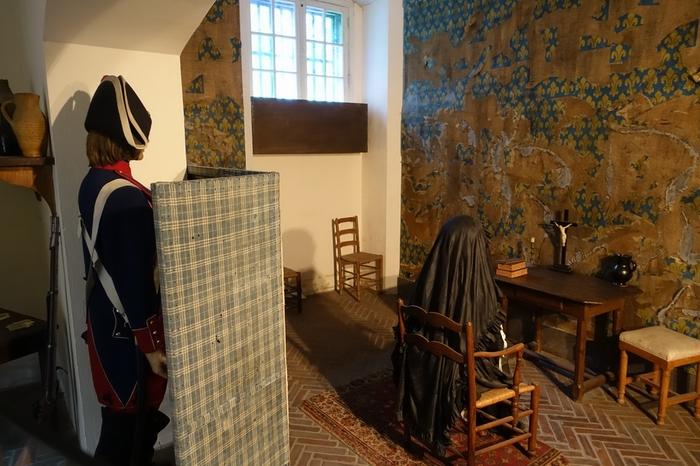 マリー・アントワネットの独房も再現されています。当時の悲しみが伝わってくるよう…観光名所ではありますが、場所が場所なだけにとても静かで、じっくりと当時に想いを馳せることができます。