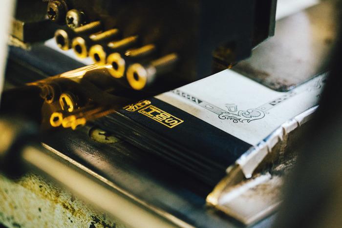 スタンプのように次々と判が押されていき、やっと1冊のノートが完成します