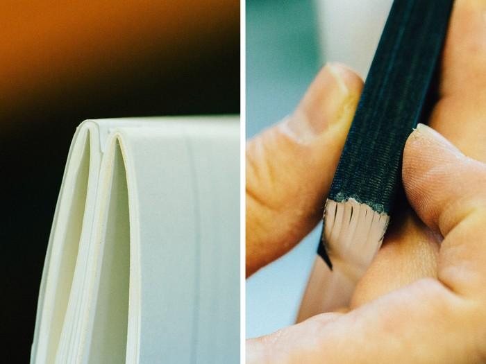 折り目は、表紙側が0.5~1ミリほど高くなっている状態がベスト(左)。この工程までを失敗してしまうと、後のクロスを貼った際に凹凸ができ(右)、きれいに仕上がらなくなってしまうのだそう