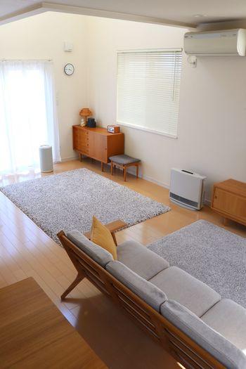 こちらのブロガーさんも、家具を選ぶ時は脚付きで、ロータイプのものと決めているそう。 ロータイプは圧迫感がなく、壁がよく見えるのでスッキリ感があり、かつ広く見えます。