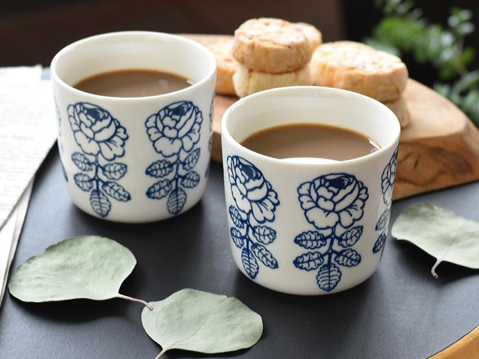 フィンランドの『marimekko(マリメッコ)』のなかでも人気の高いデザイン、「VIHKIRUUSU(ヴィキルース)」の食器シリーズ。 他のVIHKIRUUSUとは違ったヴィンテージライクなカラーは、どこか和食器のようでもあり新鮮な印象です。 クッキーをお茶請けにミルクたっぷりのカフェラテを楽しんでみてはいかがでしょうか。